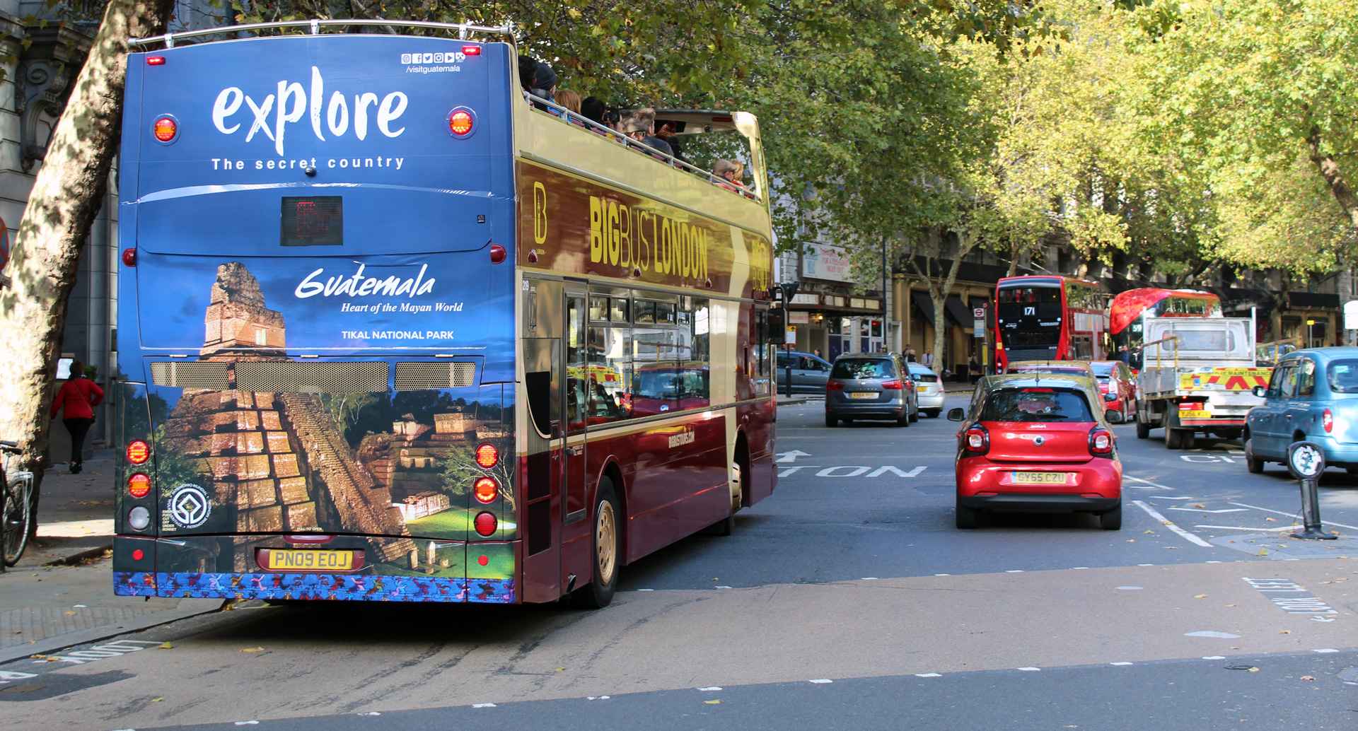 London sightseeing bus advertising