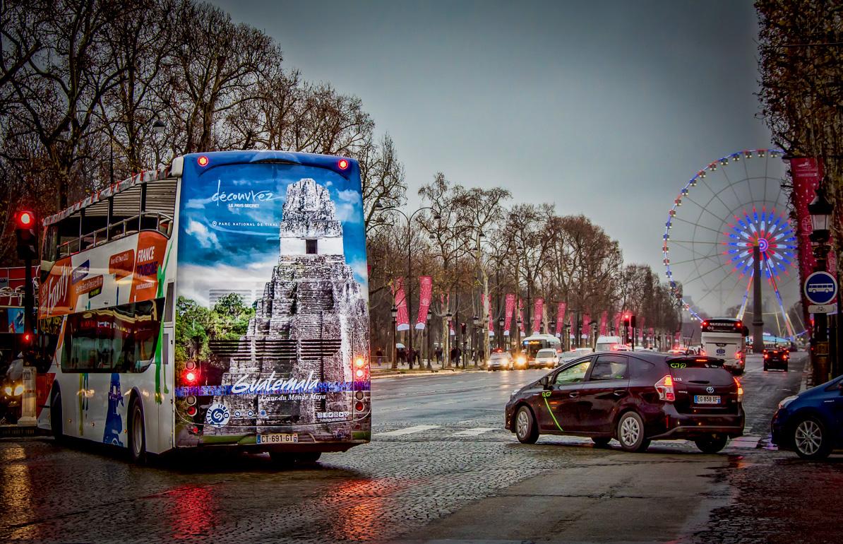 Paris sightseeing bus advertising