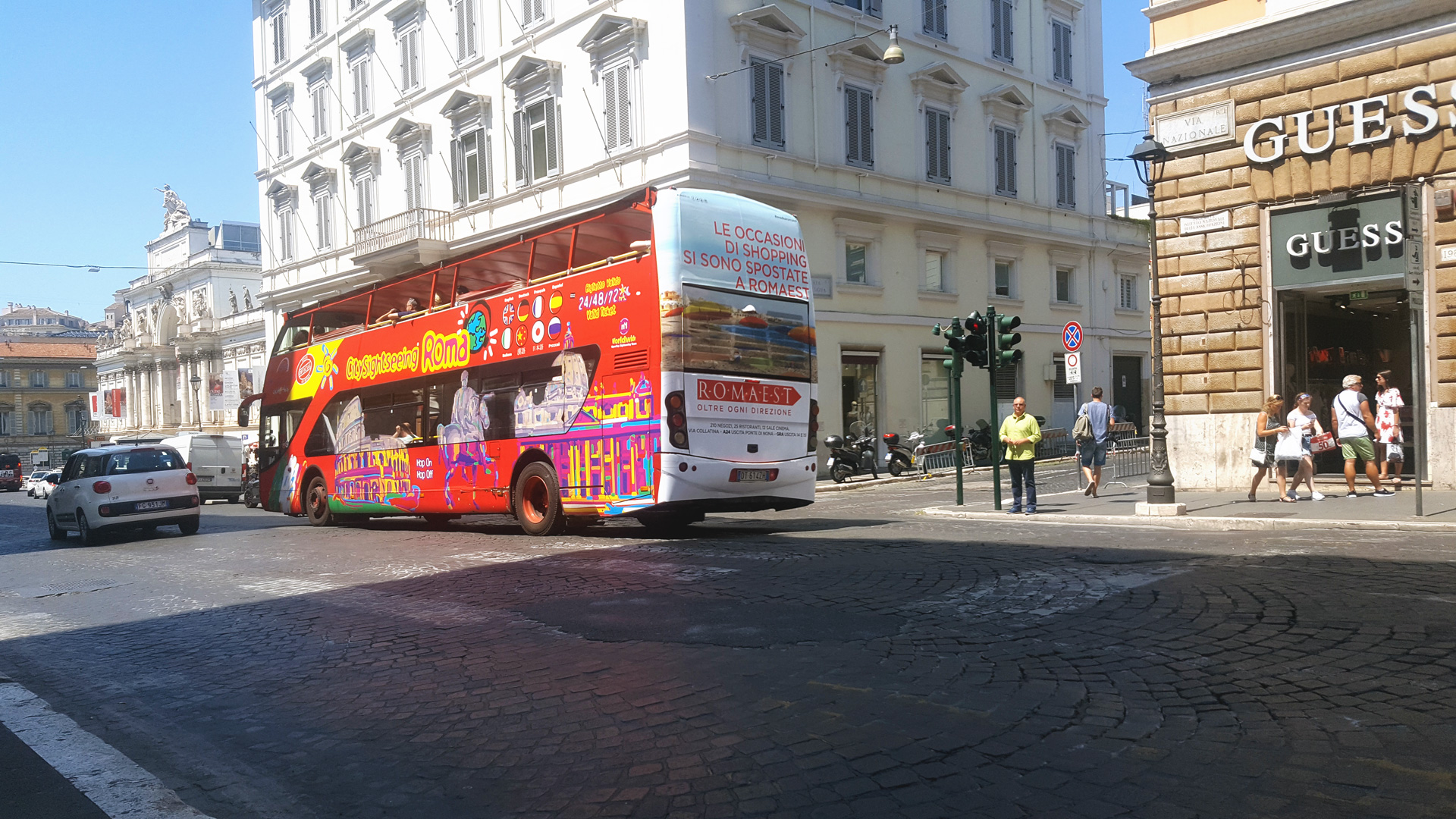 Rome sightseeing bus advertising